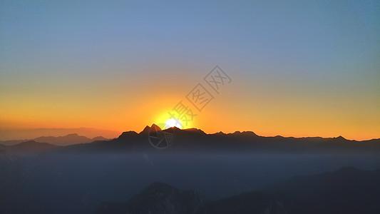 山顶日落图片
