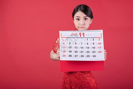 新春手持日历的东方美女图片