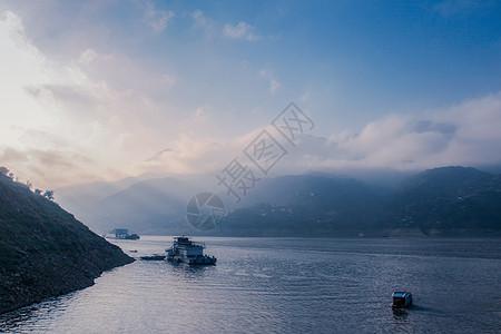 长江上的豪华游轮图片