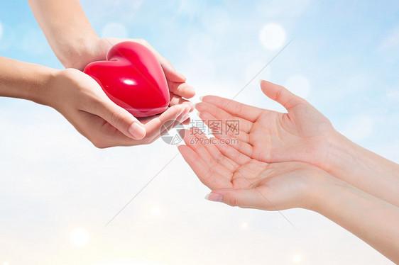 爱心传递的概念图片