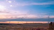新疆五彩滩风车图片