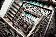 建筑室内旋转楼梯图片