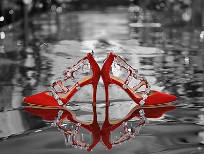 红舞鞋图片