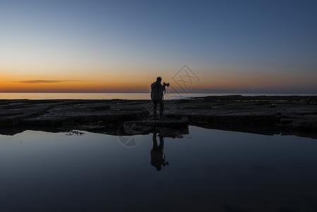 海边摄影人背影图片