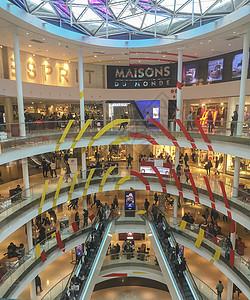 热闹的商业中心图片