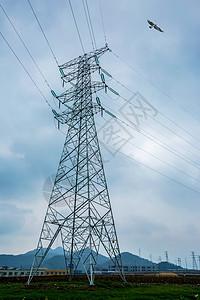 高压输电线的铁塔图片