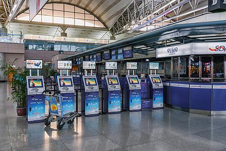 机场自助取票机图片