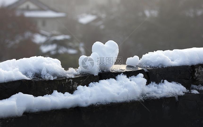 下雪后情人节的爱心图片