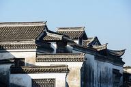 古镇的黑白建筑图片