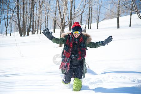 玩雪的女孩图片