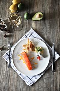 西餐餐桌三文鱼美食料理图片