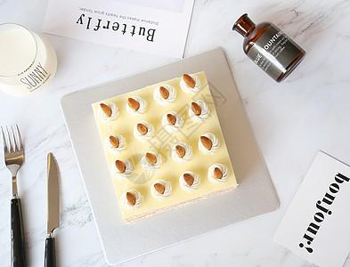 杏仁生日蛋糕图片