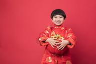 新年拿着灯笼的小朋友500790519图片