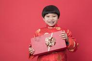 新年送礼物的小孩子图片