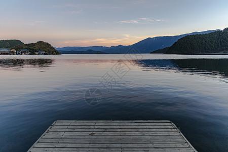 泸沽湖的晚霞图片