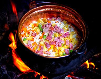 云南铜锅洋芋饭图片