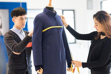 服装设计师设计服装工作状态图片