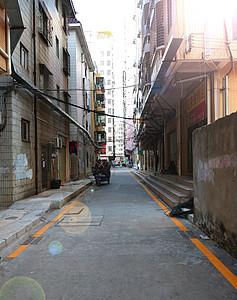 走在空旷的街道上图片