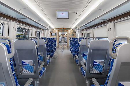 空荡荡的动车列车座位图片