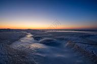 落日下的海冰图片