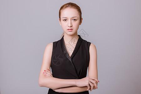 职业女性模特抱胸动作图片