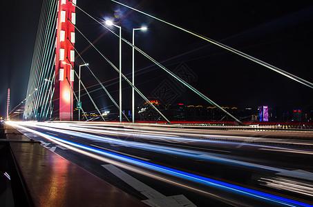 车水马龙的大桥图片
