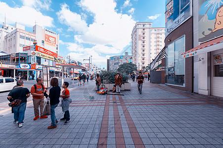 冲绳街头卖艺的原住民图片