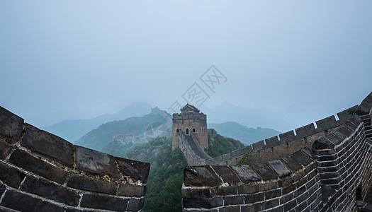 晨雾中的长城图片