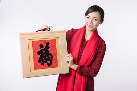 新春美女手拿福字挂历图片