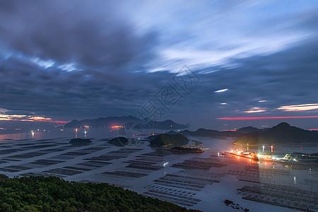 黎明时分的大海与码头图片