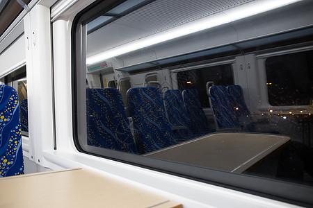 高铁车的车窗图片