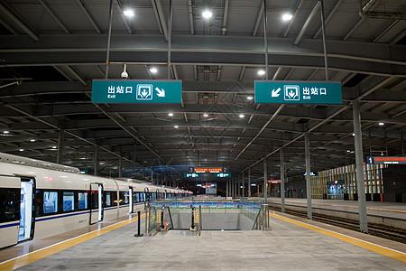 高铁车站的出入口图片