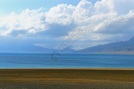 新疆赛里木湖草原图片