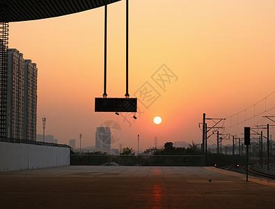 动车站的夕阳图片