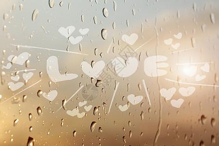 玻璃上的情人节爱心图片