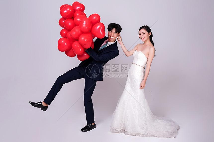 婚纱女生男生揪颜色耳朵女生情侣下面图片