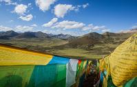 西藏高原美丽的经幡图片
