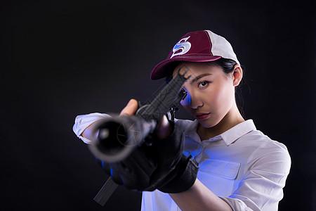 吃鸡角色扮演的模特持枪图片