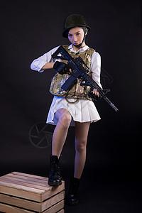 持枪吃鸡角色扮演的模特图片