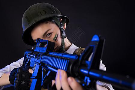 吃鸡角色扮演的模特手持枪械图片