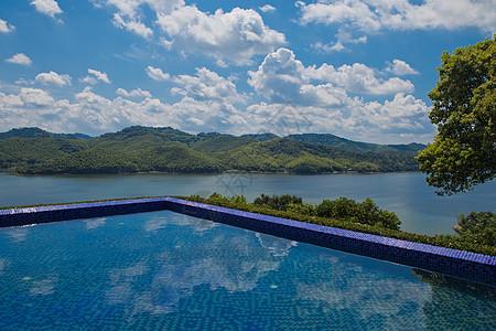 湖光山色泳池温泉图片