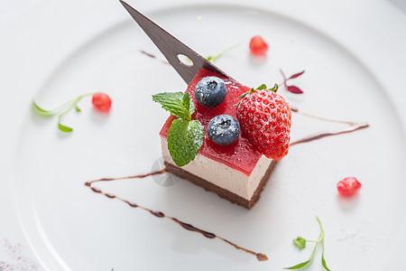 树莓慕斯蛋糕图片