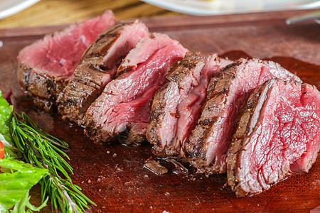 香烤牛里脊肉图片