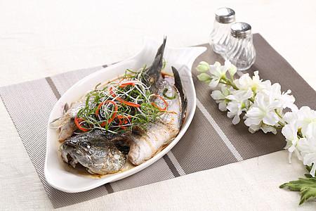 蒸鲈鱼图片