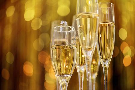 香槟酒杯图片