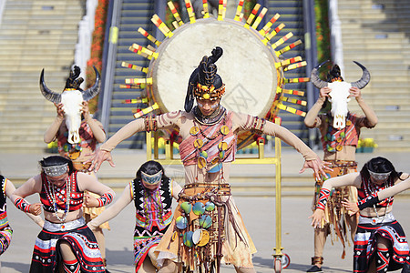 云南少数民族舞蹈表演图片