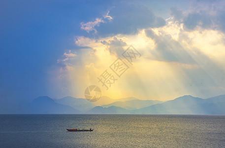 抚仙湖晨光图片