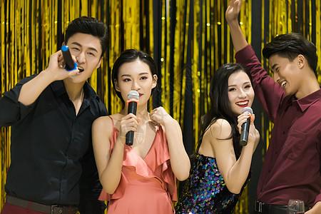 青年聚会KTV唱歌高清图片