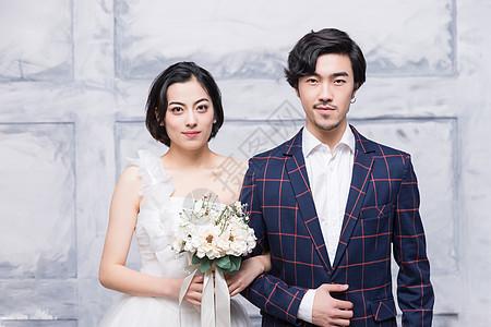 新婚幸福年轻夫妻图片