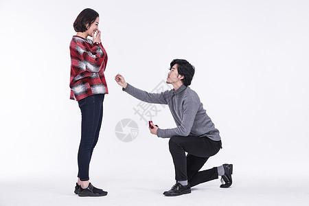 年轻夫妻求婚图片